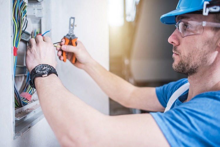 When Should I Hire a Commercial Electrician?